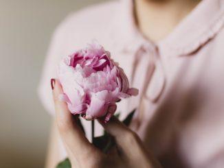 Neopovrhujte růžovou aneb co růžového se vyplatí mít v šatníku?